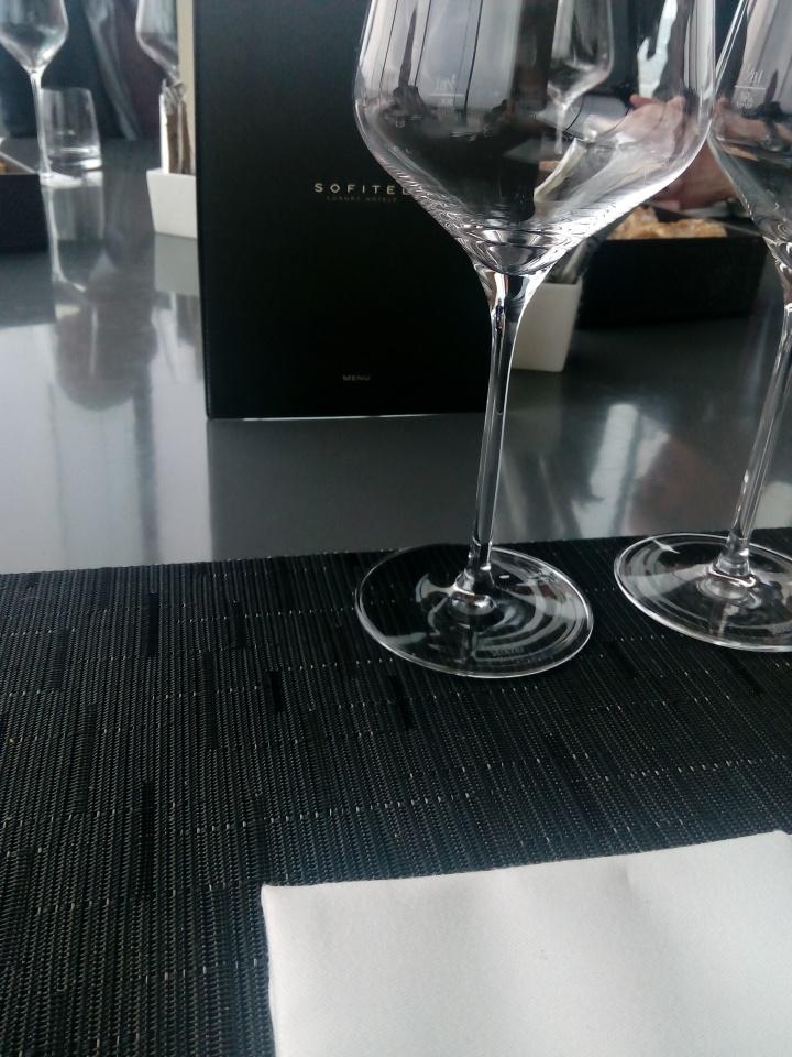 Luxusrestaurant – Le Loft Sofitel – Vienna: Essen auf Augenhöhe mit demStephl