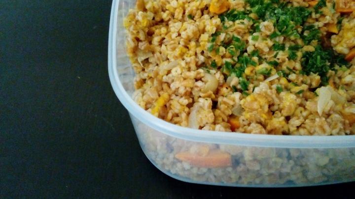 Mittagessen im Herbst || Super einfacher Kürbis-Dinkel-Reis auf Joghurt-Limetten-Dip auch wunderbar zum Mitnehmen insBüro