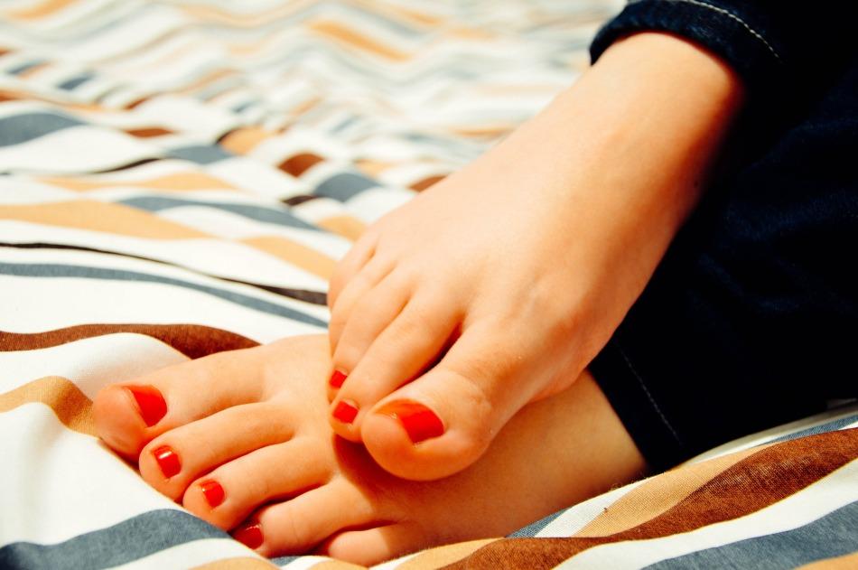 feet-931921_1920