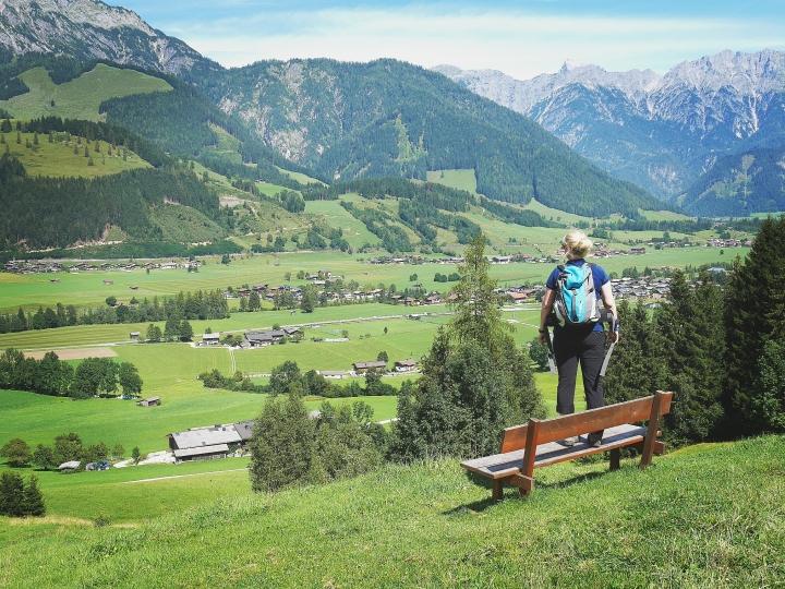Bildcredits: Dorisworld.at | Blick knapp unterhalb der Sinnlehnen-Alm Richtung Leogang ins Tal