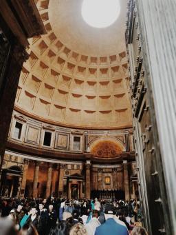 Bildcredits: Dorisworld.at | Im Pantheon vom Eingang