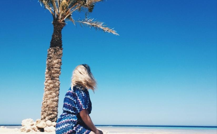 Urlaubszeit: Als Blondine alleine nachÄgypten